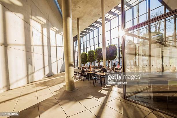 pinakothek der moderne (museum), the restaurant - pinakothek der moderne stock-fotos und bilder