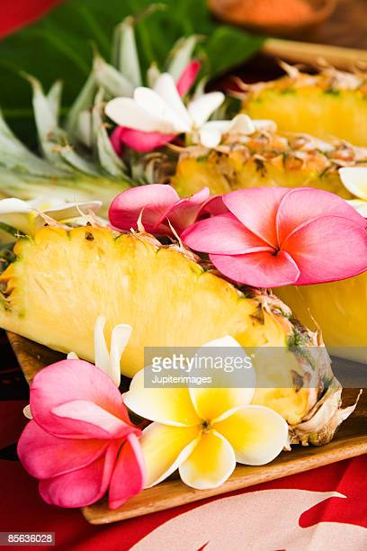 Pineapple wedges and flowers