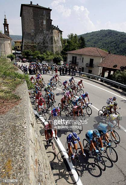 Pack of riders pedals during the eleventh stage of the Giro d'Italia cycling race 198 km leg from Serravalle Scrivia to Pinerolo 23 May 2007 Italy's...