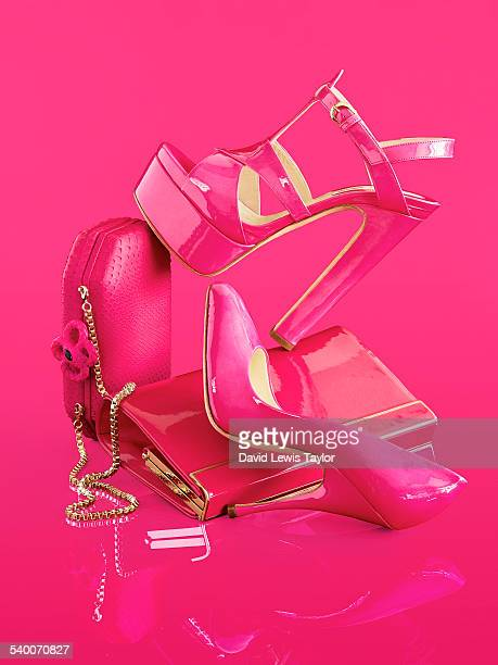 pink accessories - talons hauts photos et images de collection