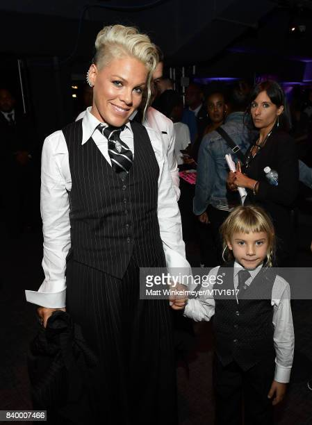 Pink and Willow Sage Hart pose backstage during the 2017 MTV Video Music Awards at The Forum on August 27 2017 in Inglewood California