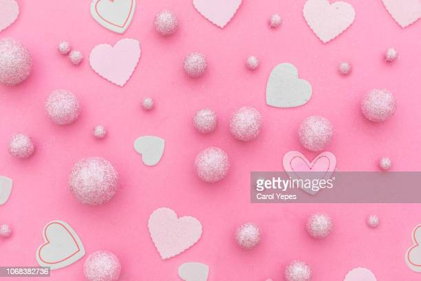 pink background with hearts and pink glitter balls - heart background imagens e fotografias de stock