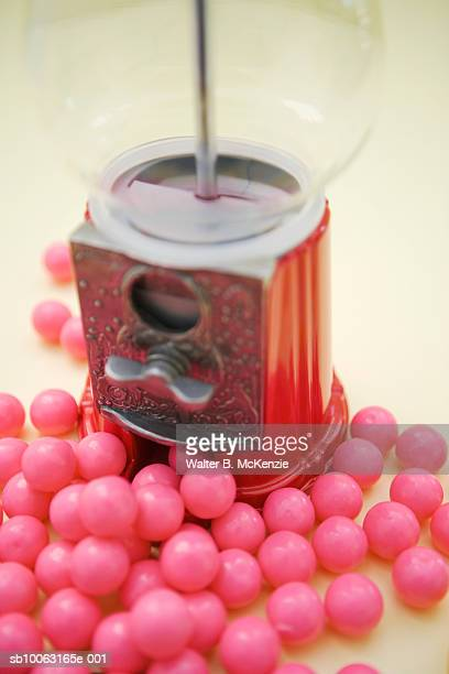 pink bubble gum balls outside gum ball machine, close-up - gumball machine stock pictures, royalty-free photos & images