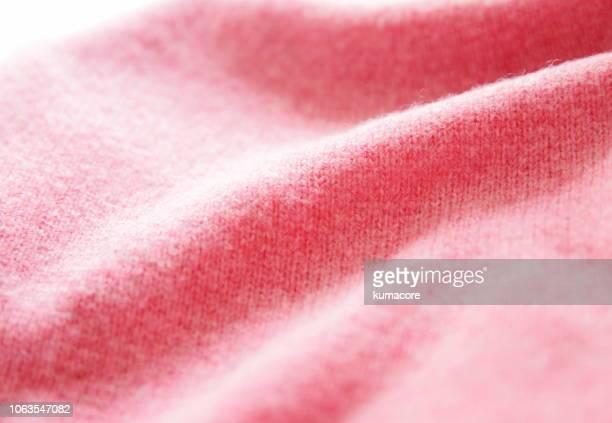 pink color woolen cloth - laine photos et images de collection