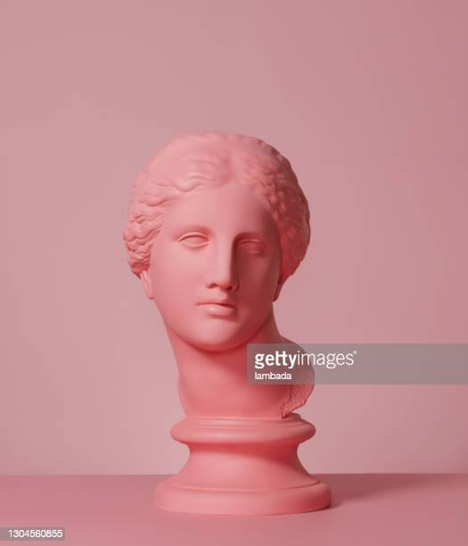 ギリシャの女神のピンク色の胸像 - 女神アフロディーテ ストックフォトと画像
