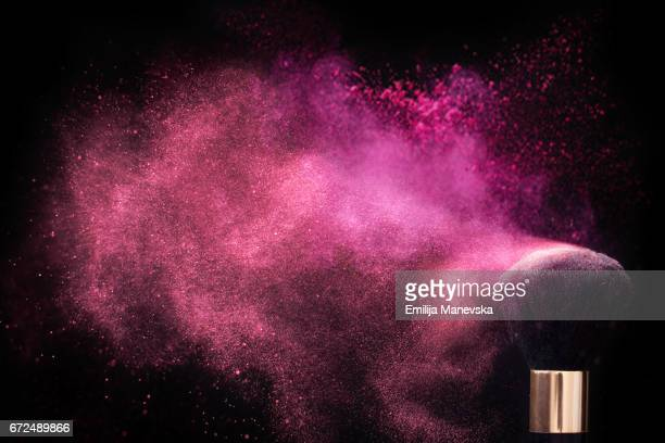 pink colored face powder exploding - rosa cor - fotografias e filmes do acervo
