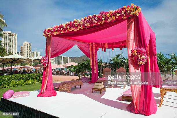 Pink decorations at Hindi wedding