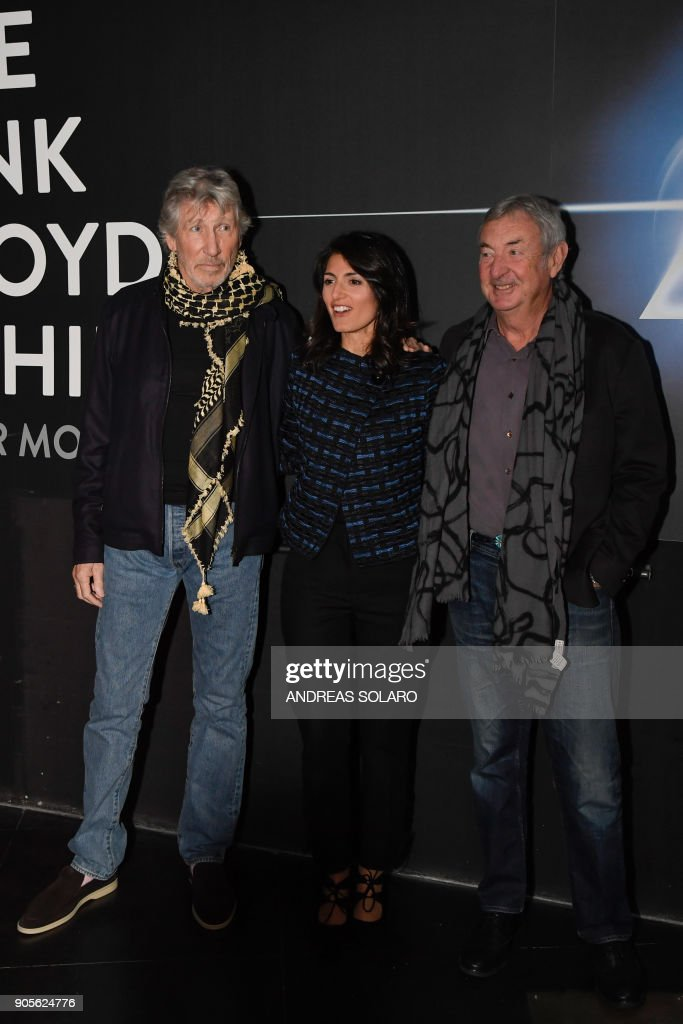 044709f9 Pink Floyd band members Roger Waters and Nick Mason pose for ...