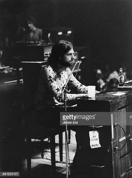 Pink Floyd Keyboarder Richard Wrightwährend eines Gastspiels im BerlinerSportpalast
