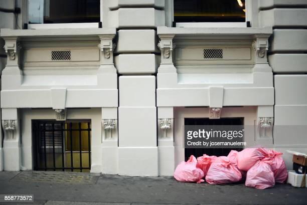 pink garbage bags - josemanuelerre fotografías e imágenes de stock