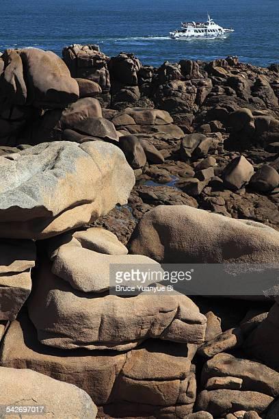 pink granite coast - perros guirec photos et images de collection