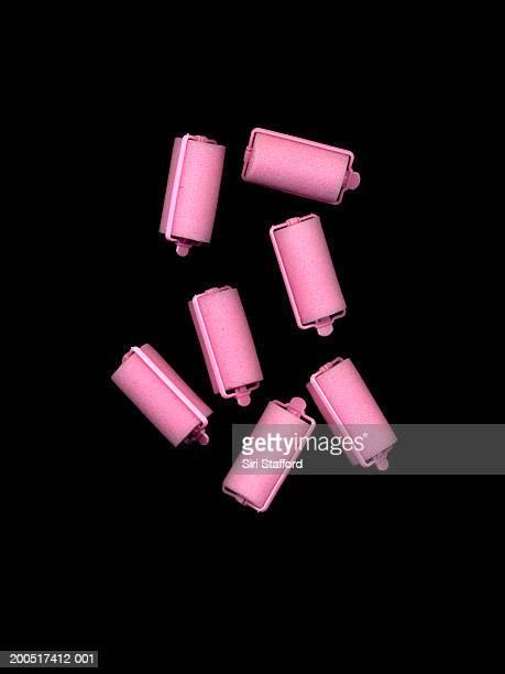 pink hair rollers - krulspelden stockfoto's en -beelden