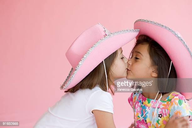 pink hat cowgirls - sister - fotografias e filmes do acervo