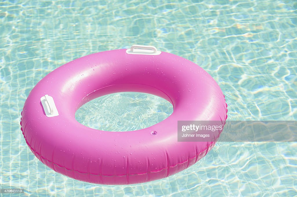 Pink inflatable ring floating at swimming pool : Stock-Foto