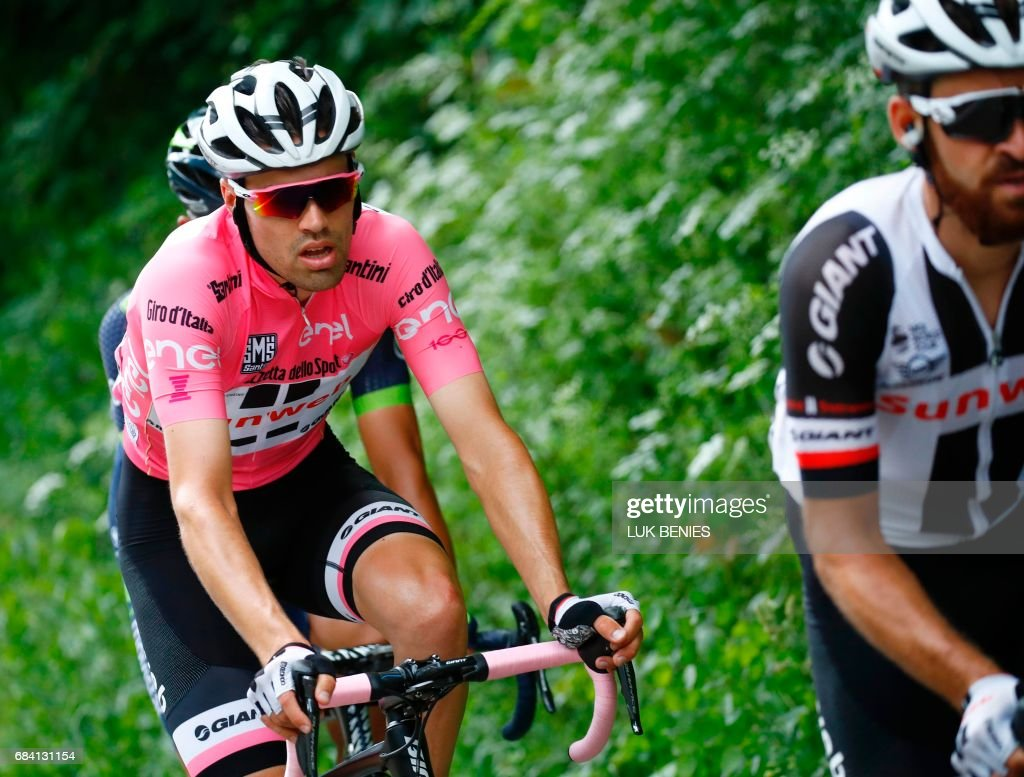 Pink Jersey Netherlands' Tom Dumoulin (L) of team Sunweb rides during the 11th stage of the 100th Giro d'Italia, Tour of Italy, cycling race from Florence to Bagno di Romagna on May 17, 2017. / AFP PHOTO / Luk BENIES