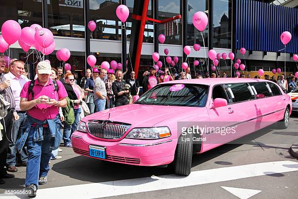 pink monday tilburg # 7 xxxl - tilburg stock pictures, royalty-free photos & images