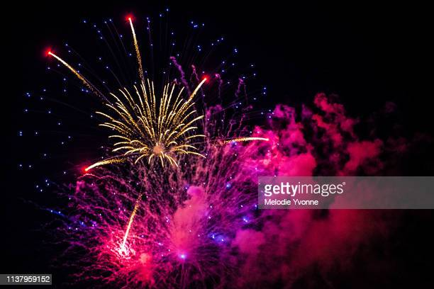 pink, purple, and white fourth of july fireworks - firework display stock pictures, royalty-free photos & images