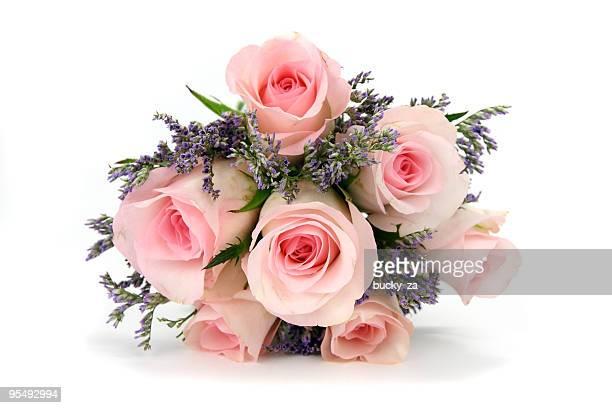 ピンクのバラとモーブの植物のブーケ白で分離。 - purple roses bouquet ストックフォトと画像