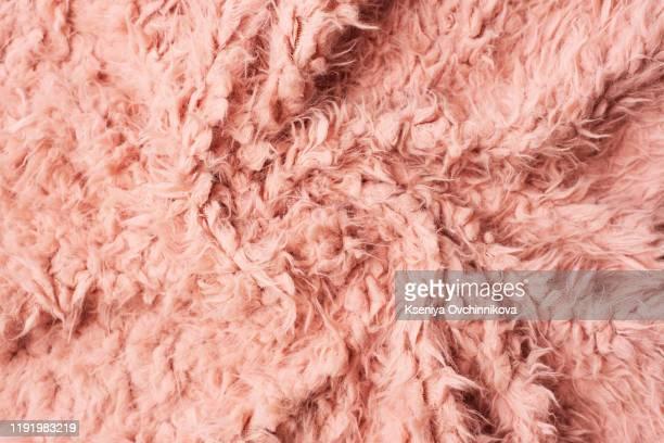 pink shaggy artificial fur - queimadura pele imagens e fotografias de stock