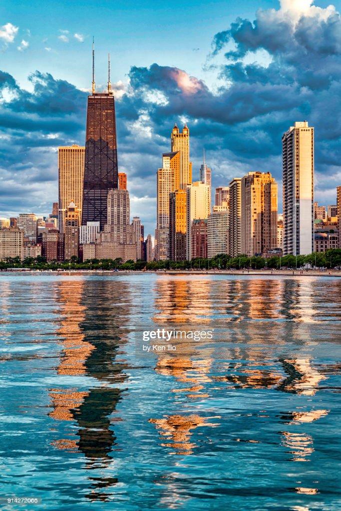 Pink sunlight on the skyline : Stock Photo