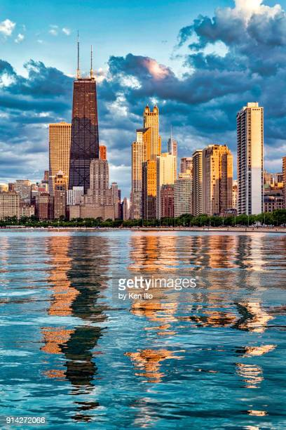 pink sunlight on the skyline - chicago illinois stock pictures, royalty-free photos & images