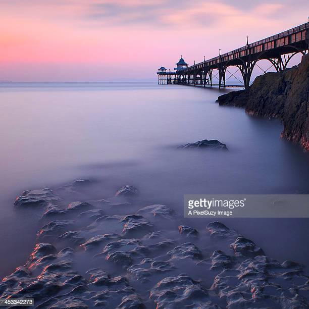 pink sunset at clevedon pier - clevedon pier stock pictures, royalty-free photos & images