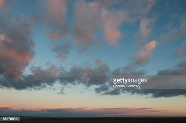 pink sunset cumulus clouds over the patagonia steppes, argentina - rhonda klevansky ストックフォトと画像