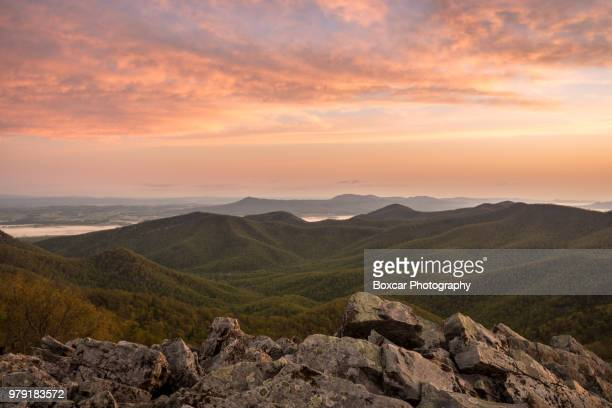pink sunset over mountain range, virginia, usa - category:shenandoah_national_park stock pictures, royalty-free photos & images