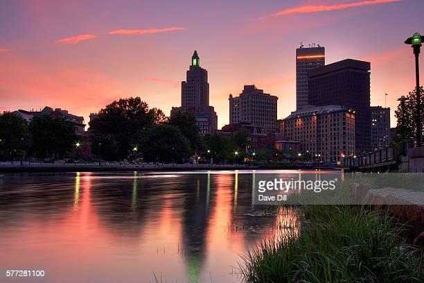 pink sunset over providence - ロードアイランド州プロビデンス ストックフォトと画像
