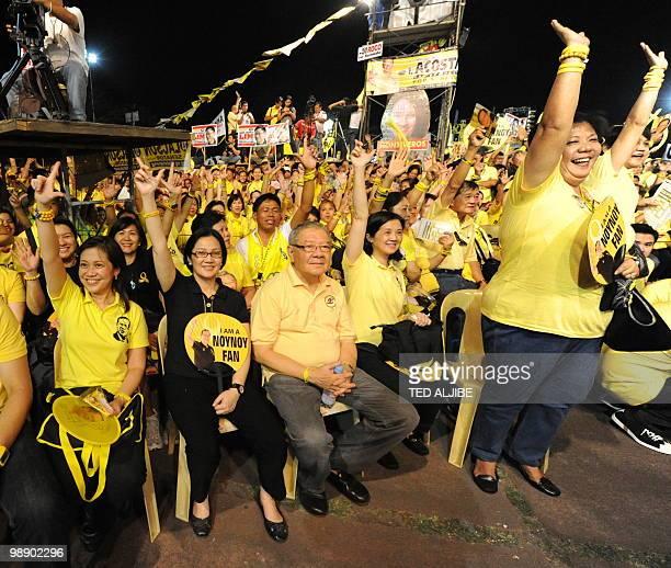 Pinky AquinoAbellada Ballsy AquinoCruz and Viel AquinoDee sisters of Liberal party presidential candidate Benigno Aquino flash the Laban sign during...
