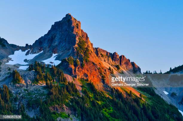 pinnacle peak, mt. rainier national park, washington, usa - pinnacle peak stock pictures, royalty-free photos & images