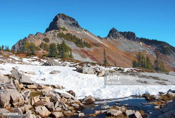 pinnacle peak, mt. rainier - pinnacle peak stock-fotos und bilder
