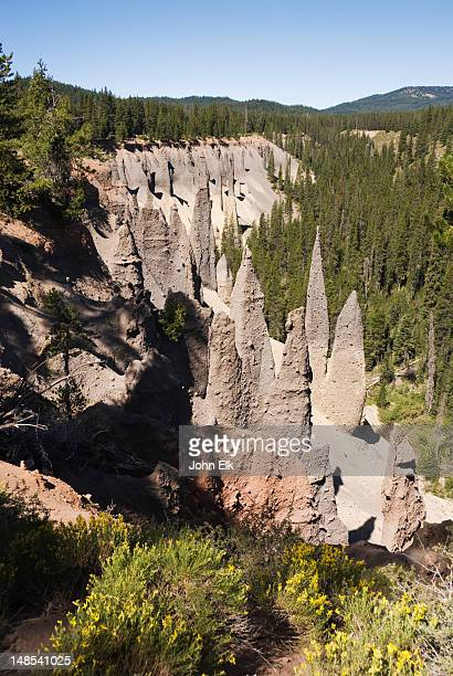 pinnacle valley, rock formations. - pinnacle rock formation stock-fotos und bilder