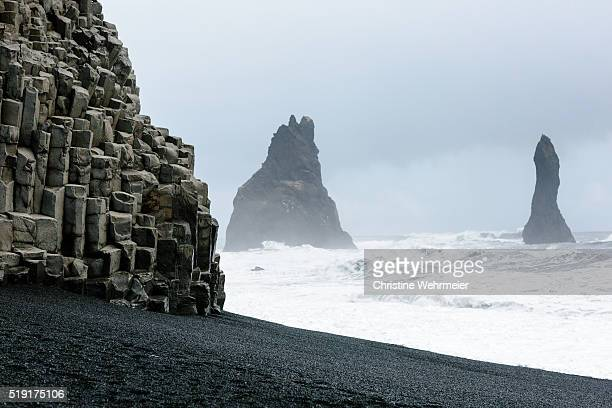pinnacles at black beach, reynisfjall, vík, southern iceland - christine wehrmeier stock pictures, royalty-free photos & images