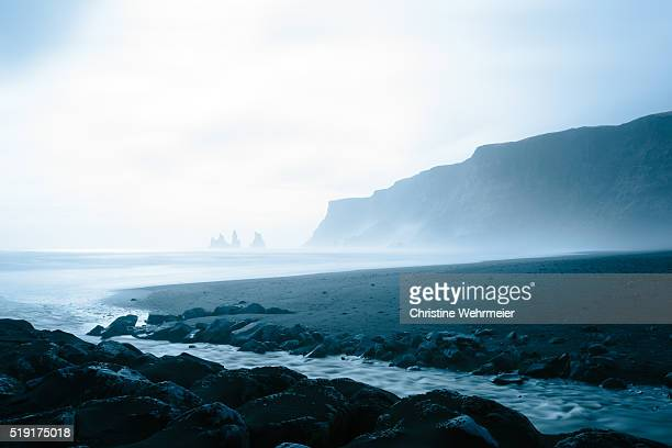 pinnacles & beach at vík í mýrdal, southern iceland - christine wehrmeier stock pictures, royalty-free photos & images