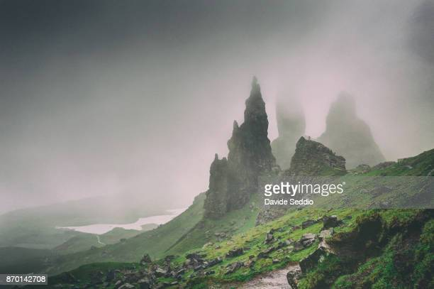 pinnacles of the old man of storr during a foggy day - scotland photos et images de collection