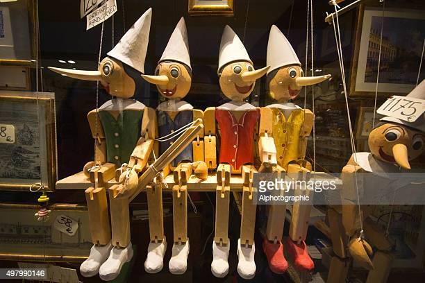 pinochio marionettes - pinocchio foto e immagini stock
