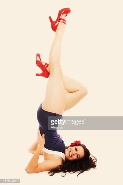 pin-up-mädchen: klassische vintage 1950 er schöne frau - pin up girl stock-fotos und bilder