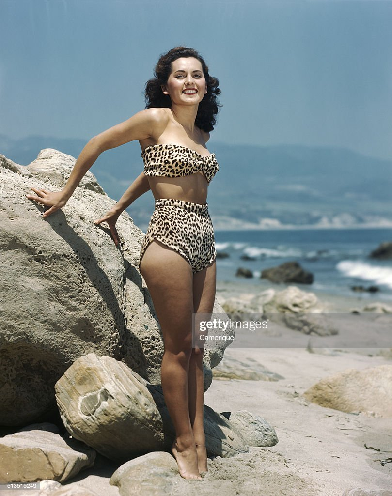 1950's Pinup Girl On The Beach : News Photo