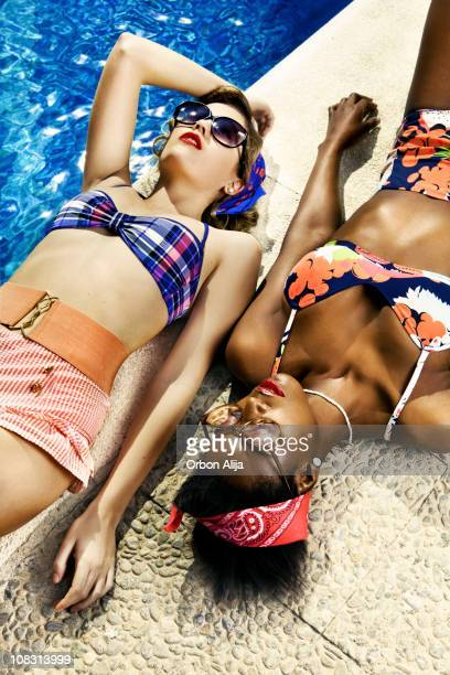 Pin-Up girls at the swimming pool