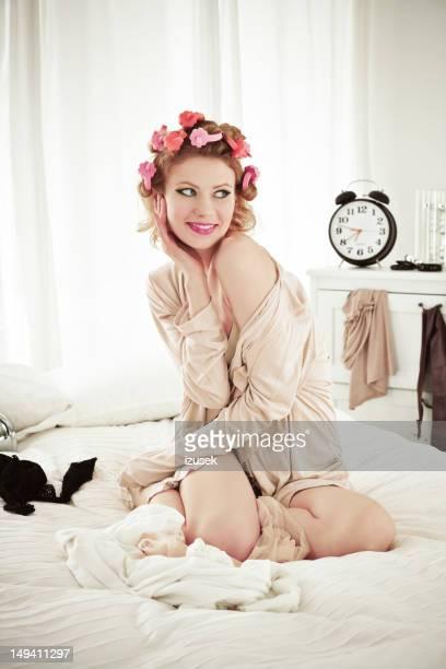 style Pin-up femme dans la chambre à coucher