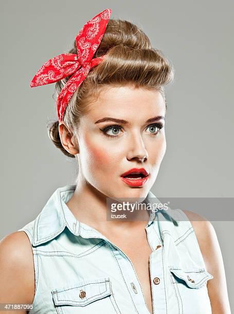 Pin-up Portrait de femme de style Studio