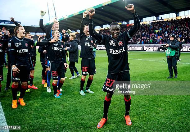Pione Sisto of FC Midtjylland celebrate their victory after the Danish Alka Superliga match between FC Midtjylland and FC Copenhagen at MCH Arena on...