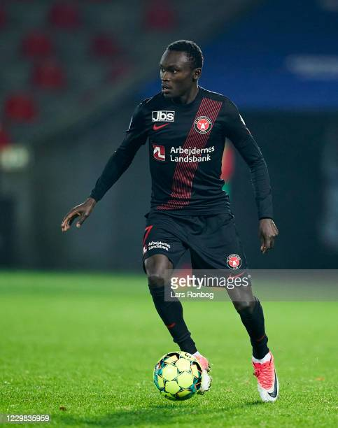 Pione Sisto of FC Midtjylland controls the ball during the Danish 3F Superliga match between FC Midtjylland and AaB Aalborg at MCH Arena on November...