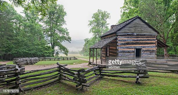 pioneer log cabin with split rail fence - cades cove stock pictures, royalty-free photos & images