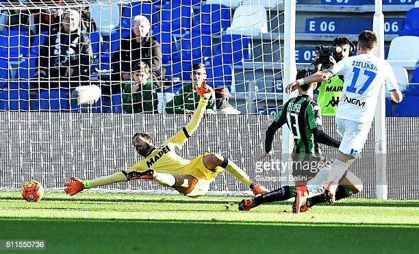 Piotr Zelinski of Empoli scores the opening goal during the Serie A match between US Sassuolo Calcio and Empoli FC at Mapei Stadium Città del...