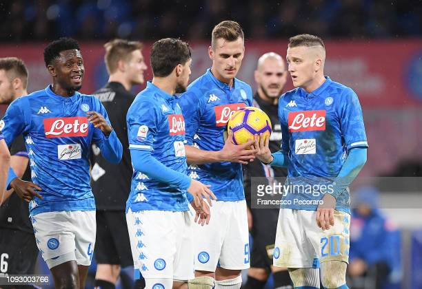 Piotr Zielinski Arkadiusz Milik and Simone Verdi of SSC Napoli debate to shot the penalty kick during the Serie A match between SSC Napoli and UC...