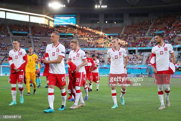 Piotr Zielinski, Kamil Glik, Kamil Jozwiak, Karol Swiderski and Jakub Moder of Poland remove their walk out jackets prior to the UEFA Euro 2020...