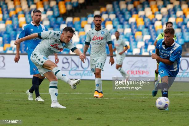 Piotr Zielinski of Napoli scores the first goal to make it 1-0 during the match between Napoli v Pescara at the Stadio San Paolo on September 11,...