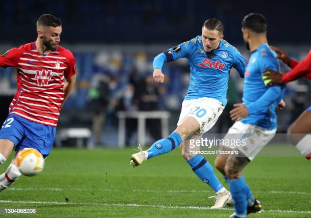 Piotr Zielinski of Napoli scores their team's first goal during the UEFA Europa League Round of 32 match between SSC Napoli and Granada CF at Stadio...